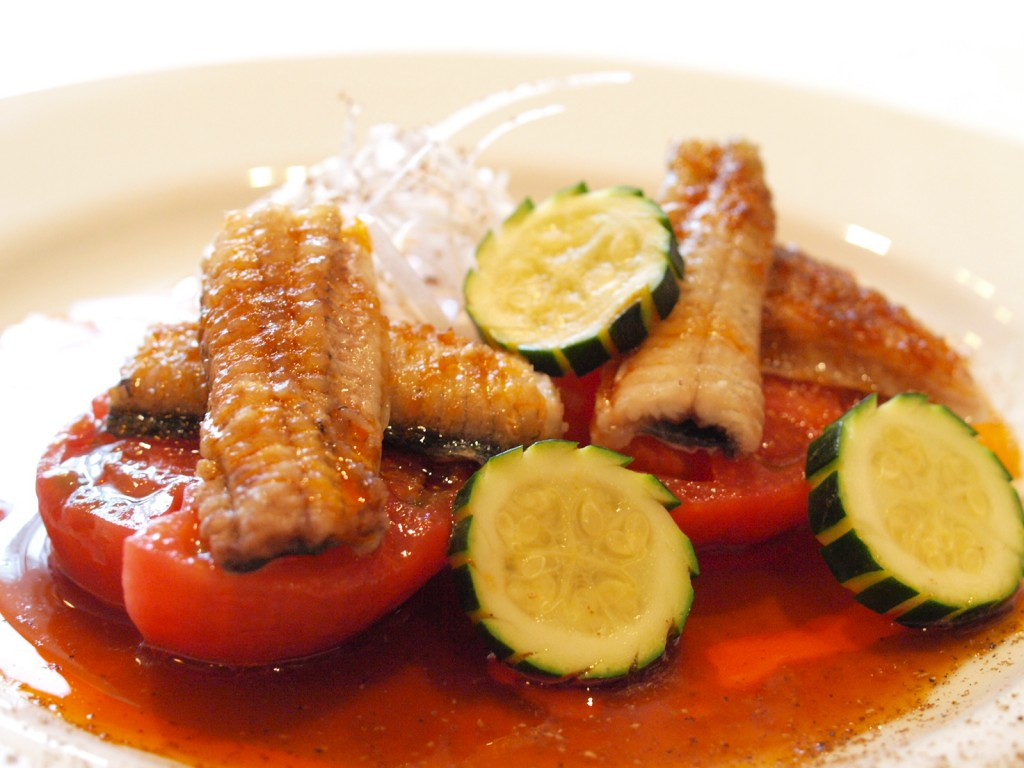 蕃茄鰻魚 (国産うなぎとトマトのピリ辛ソース)