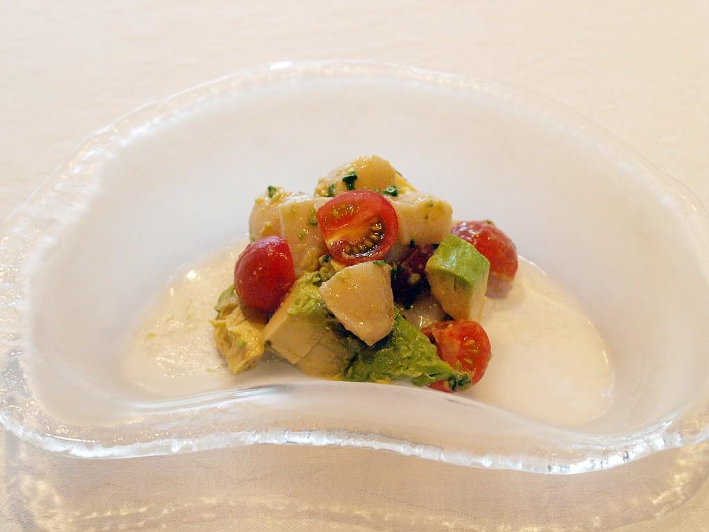 酪梨貝丁 (アボカドと貝柱の青葱ソース)