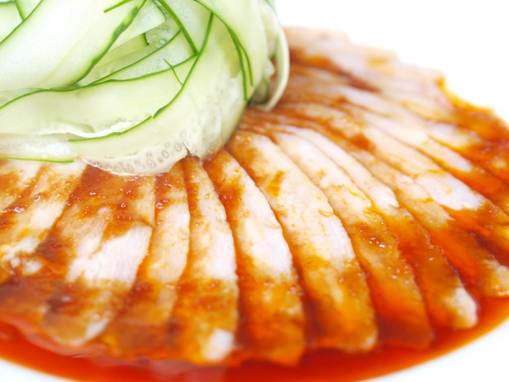 雲白肉片 (薄切りゆで豚ピリ辛ソース)